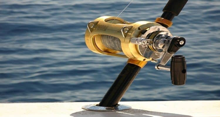 how does fishing reel work